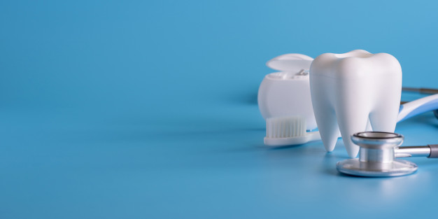 dental-concept-healthy-equipment-tools-dental-care-professional-banner_36325-1246